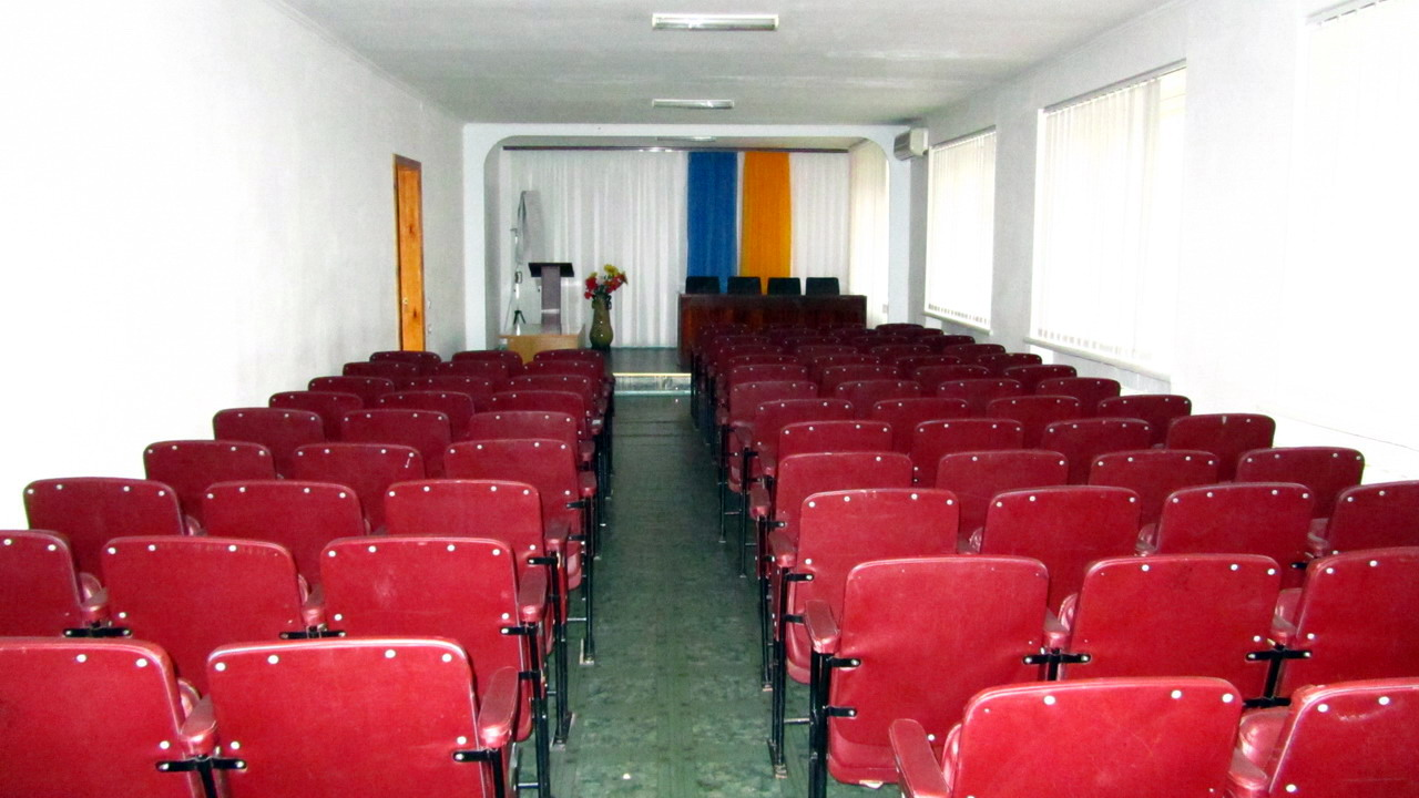 The conference hall for 100  seats